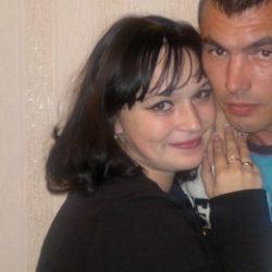 Семейная пара ищет девушку би или лесби для секса с женщиной в Нижнем Новгороде.