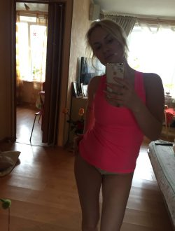 Милая студенточка пригласит в гости мужчину в Нижнем Новгороде